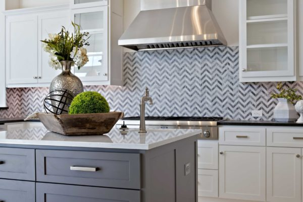 Modern Kitchen with gray cabinets on Island