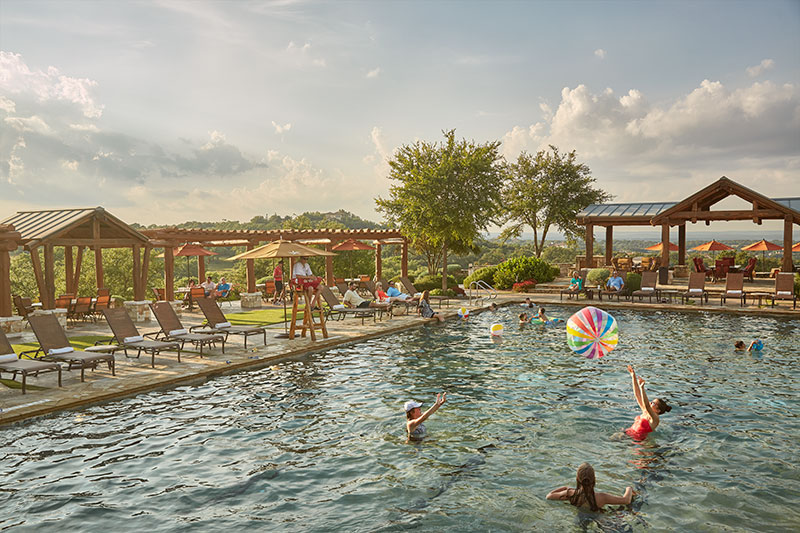 Clubhouse_Pool_tv5233_2563