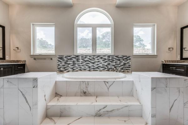 San Antonio Custom Home Builder - Traditional Style Custom Home - Master Bathroom